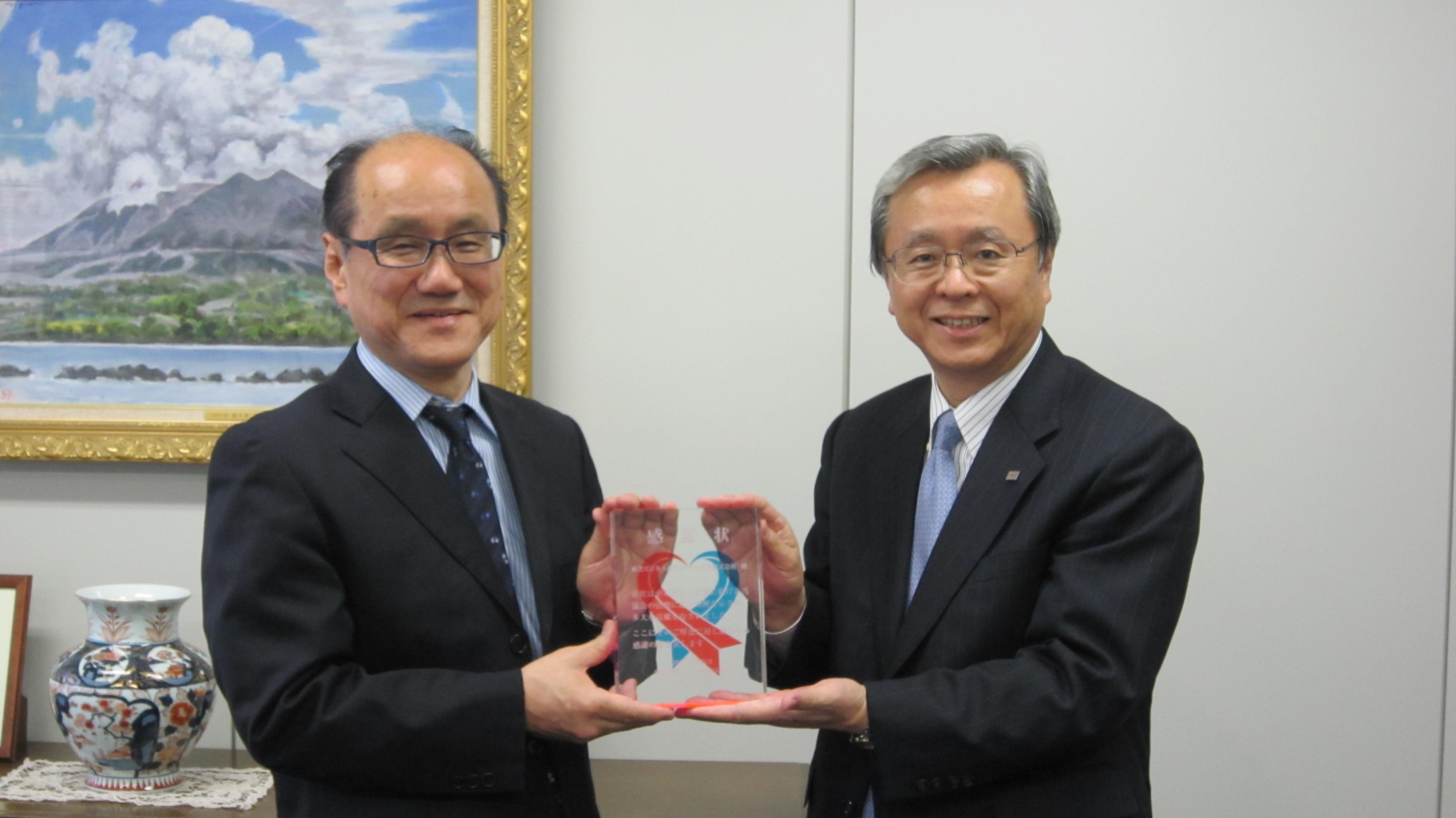 東芝ビジネスアンドライフサービス・佐藤 博取締役社長と日本対が協会・塩見知司事務局長